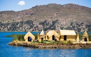 Ile-flottante-Los-Uros-lac-Titicaca-Perou