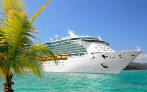 bateau-de-croisière-acosté-port-palmier
