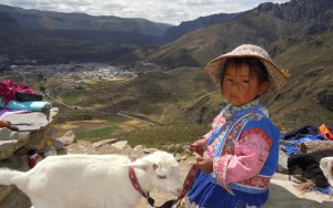 vallée sacrée peite fille chèvre pérou